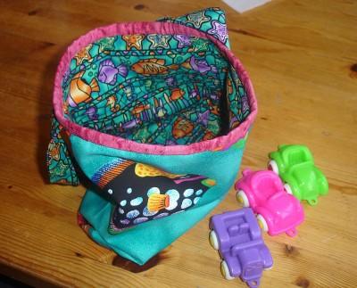 Väska till Treåringen, lagom stor för några leksaker.