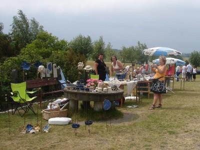 Det var kanske tio-tolv hantverkare på plats och här fanns allt från keramik till akvareller och spettekakor.