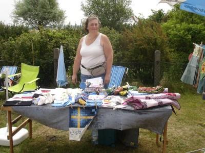 Lisbeth var på plats och sålde handdukar, necessärer, haklappar, grytlappar och annat fint.