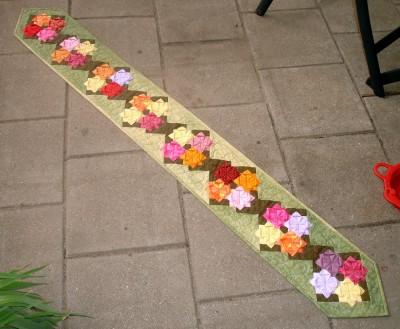 Lååång festremsa med många blommor