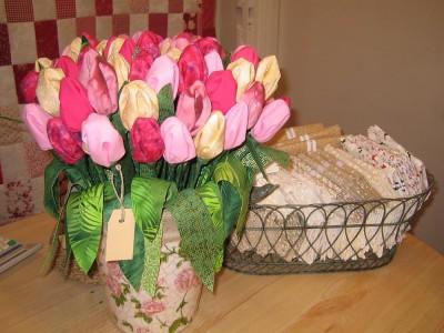 Vackra tulpaner helt av tyg.