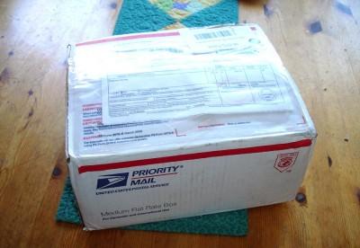 Det var en tung liten låda som kom med bud.