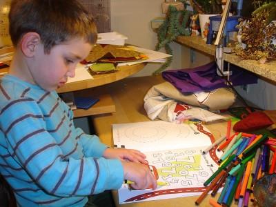 Min Fyraåring hjälpte till i syrummet efter bästa förmåga, och emellanåt målade han lite.