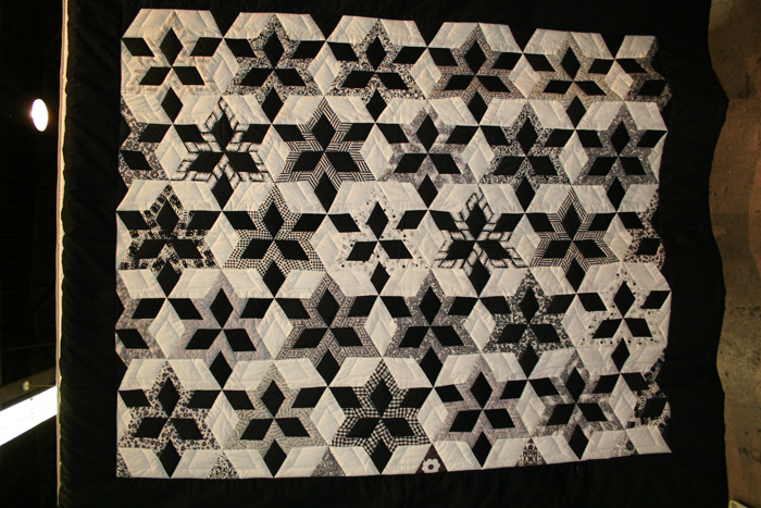 Anna syr part 26 for Black white and gray quilt patterns